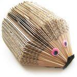DIY: Sådan laver du et pindsvin af en gammel paperback bog
